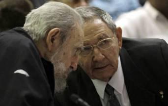Los hermanos Castro durante la sesión del Parlamento Cubano / Fuente: SIPSE