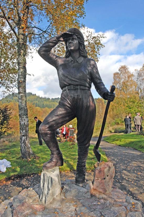 Escultura en el Queen Elizabeth Forest Park, Aberfyle. Fuente: Forestry Comission